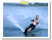 水上スキー|スランガンダイブ社(サヌール近郊)