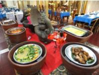 ローカルレストランでのインドネシア料理ヴュッフェランチ|ボロブドゥール&プランバナン古都ジョクジャカルタ日帰りツアー