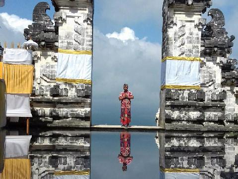 割れ門からアグン山が見えるプナタラン寺院見学|スピリチュアルコース